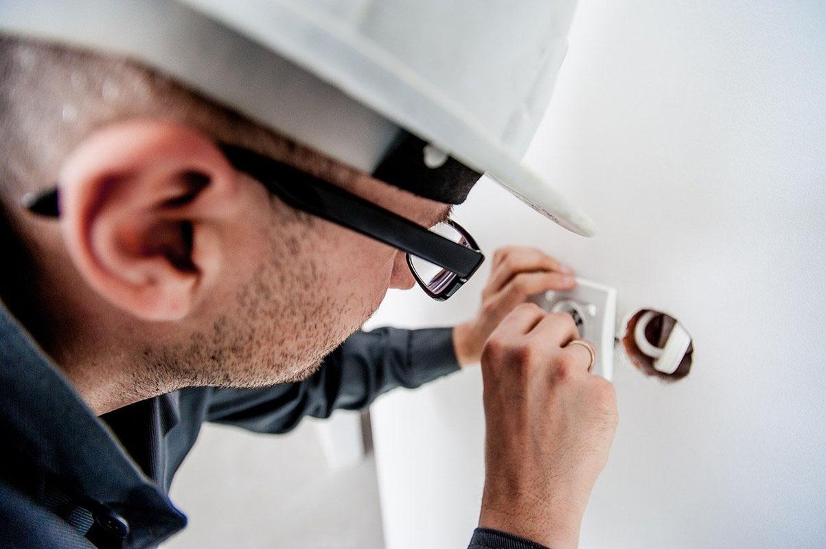 mit csinál a villanyszerelő szakember baumap
